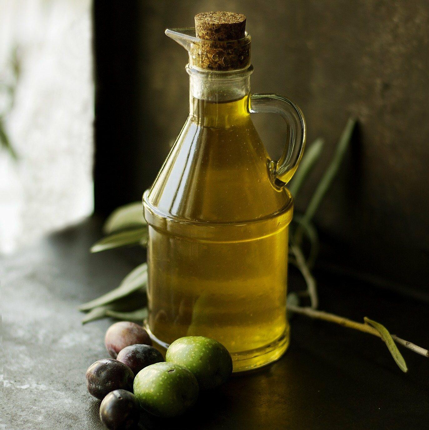 Aceite de oliva en recipiente